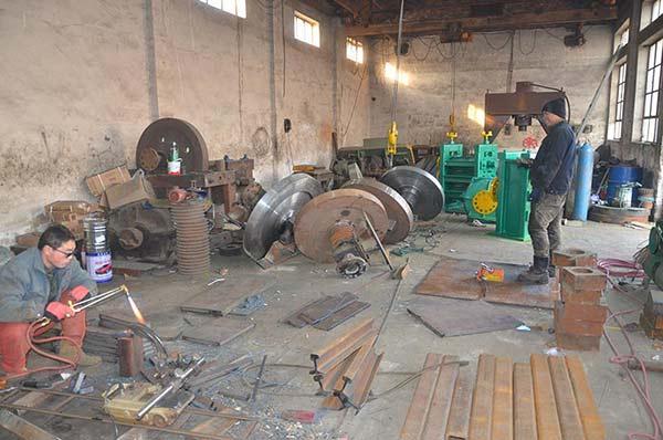 钢坯剪断机生产车间